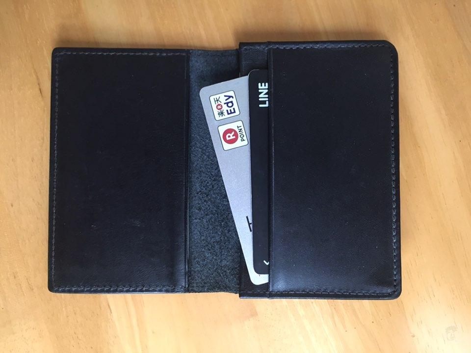 無印良品ヌメ革カードケースとクレジットカード