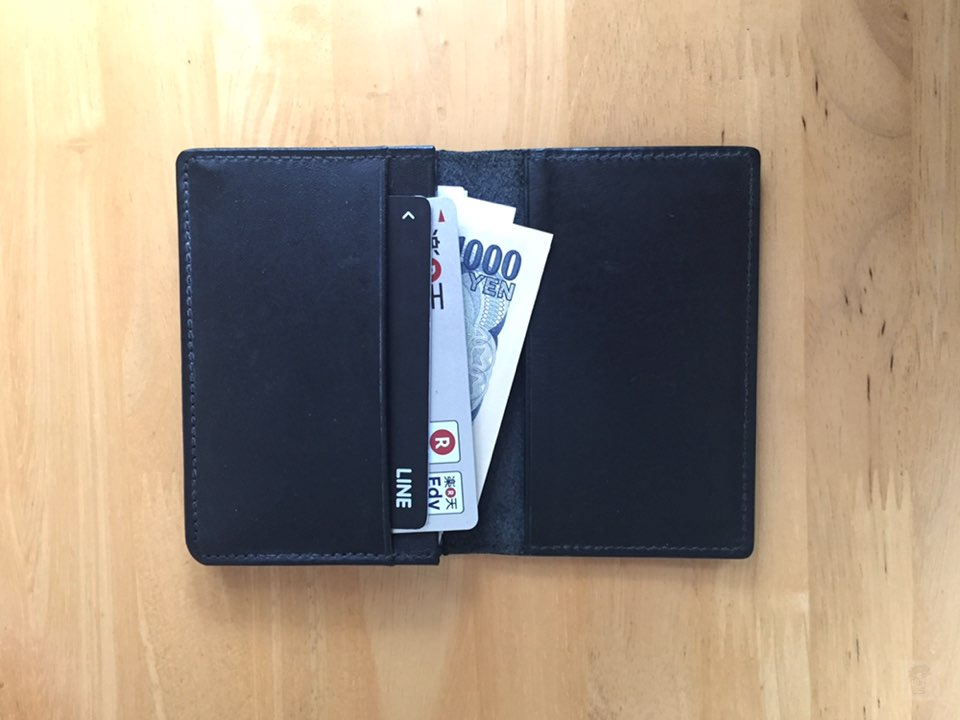 無印良品ヌメ革カードケースをミニマルな財布として使う